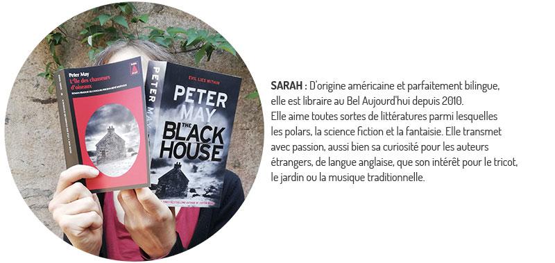 Sarah, librairie au Bel Aujourd'hui, d'origine américaine et parfaitement bilingue. QUI SOMMES NOUS ?